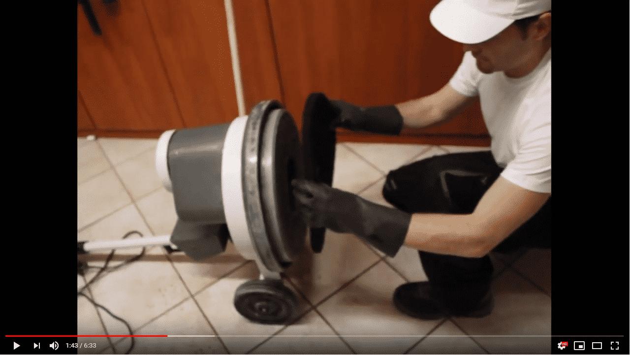 comment-décaper-vos-sols-a-la-monobrosse