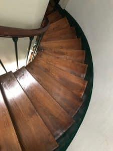 Escalier bois entretenu avec la méthode d entretien comme nous proposons